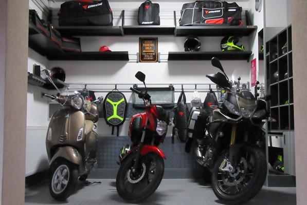 Moto house parking – vybavení systémem Gladiator® a Garage Pro